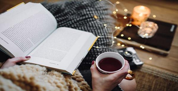 8 روش ساده برای اینکه کتاب خواندن جزئی از عادات روزمرهتان شود