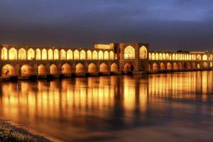 حصار قرمز سازمان میراث فرهنگی بر پل خواجو اصفهان
