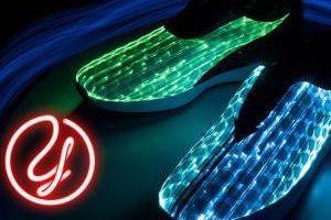 جدیدترین نوع کفش کتانی با درخشش زیبا (عکس)