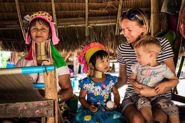 سفر عجیب این کودک دوساله به دور دنیا (عکس)