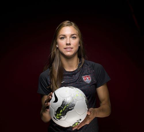 جذاب ترین فوتبالیست زن جهان معرفی شد + عکس