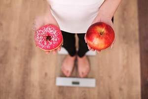 خوراکی های رژیمی که شما را برعکس چاق میکند