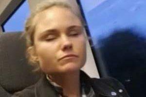 این دختر جوان روزی 16 بار میخوابد (عکس)
