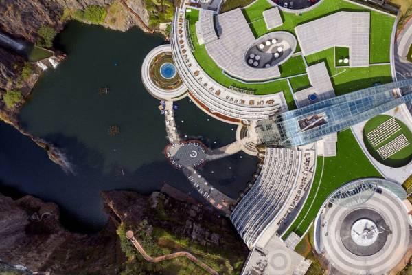ساخت هتلی خارق العاده و لاکچری زیر آب (عکس)