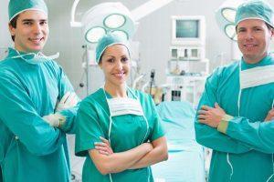 درگیری دو جراح در اتاق عمل جلوی چشم بیمار (عکس)