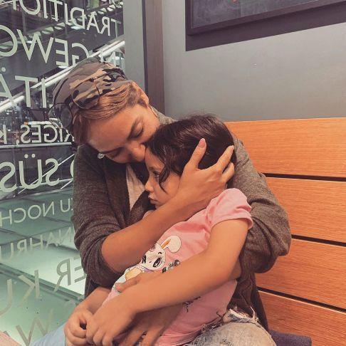 عکس جدید اروپا گردی مهناز افشار و دخترش لیانا