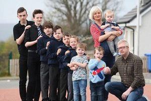 زن انگليسی بعد از 10 پسر، دختر به دنیا آورد(عكس)