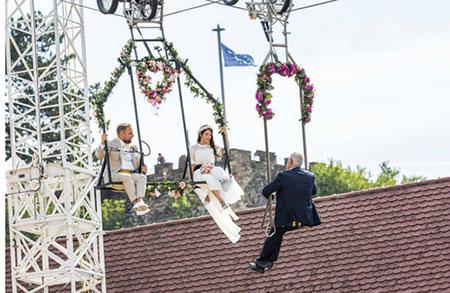 عکس های روز/ مراسم عقد ازدواج روی تاب