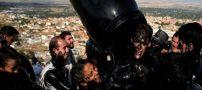 جشنواره عجیب مالیدن روغن سیاه به بدن