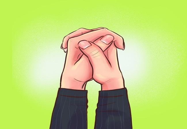 شخصیت شناسی از نحوه قفل کردن انگشتان دست