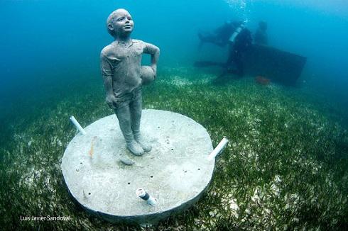 عکس هایی از شگفت انگیزترین موزه در زیر آب