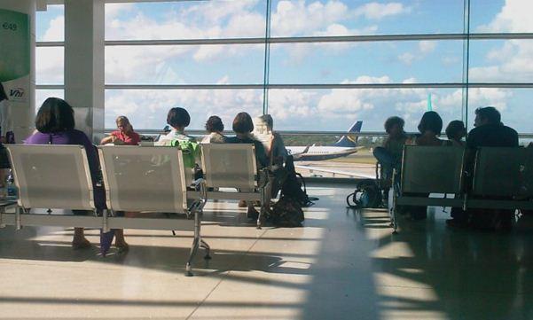 در صورت تأخیر طولانی پرواز چه میتوان کرد؟