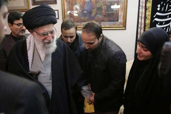 حضور رهبر انقلاب در منزل شهید سردار قاسم سلیمانی