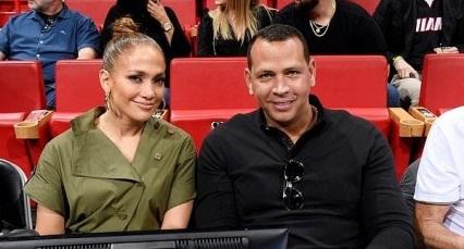 شب رومانتیک ورزشی خواننده معروف جنیفر لوپز در کنار نامزدش