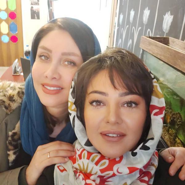 رزیتا غفاری در کنار دوستش با مدل موی جدید