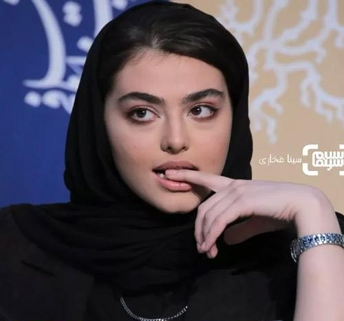 جنجال عشوه و چشمک ریحانه پارسا در جشنواره فیلم فجر (عکس9