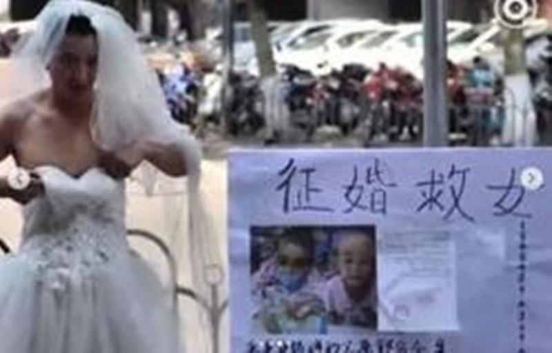 ماجرای دردناک مردی که هر روز لباس عروس میپوشد (عکس)