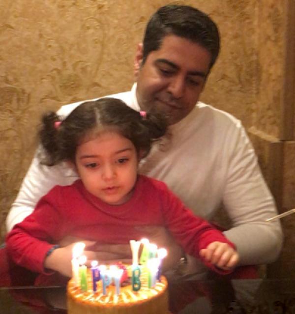 جشن تولد همسر آزاده نامداری در کنار دخترشان گندم (عکس)