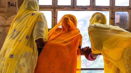 شکایت دختران دانشجو از رئیس دانشگاه بخاطر بازرسی لباس زیر (عکس)