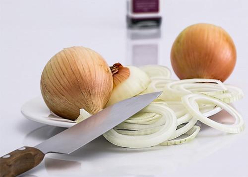 11 ترکیب موثر با آب پیاز برای پرپشت شدن مو