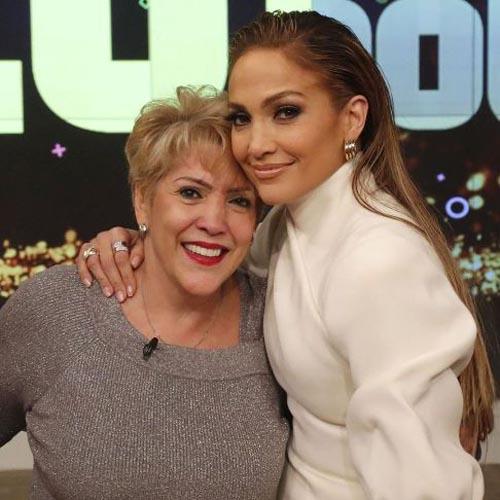 عکس جنیفر لوپز 50 ساله با مادر زیبایش