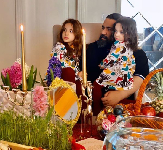 سفره هفت سین نوروز 99 رضا صادقی و دو دخترش (عکس)