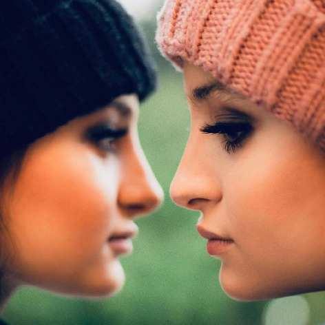 عکس های آرایش کرده و مدلینک سارا و نیکا بازیگران پایتخت