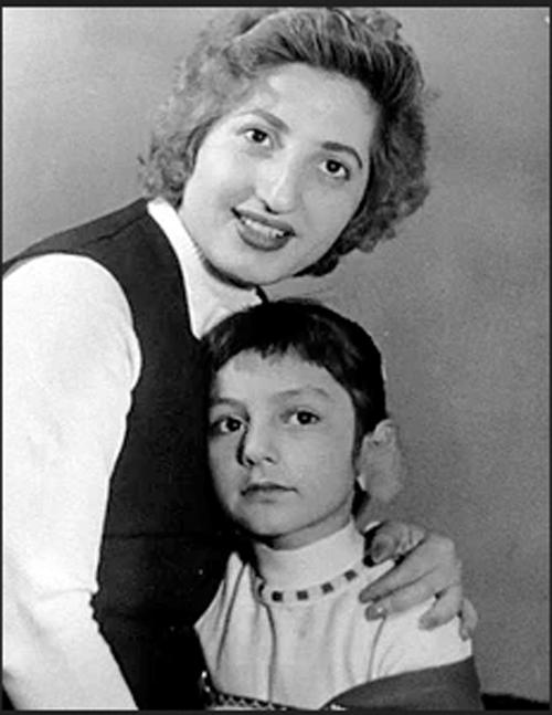 بیوگرافی گوگوش در روز تولد 70 سالگی اش (عکس)