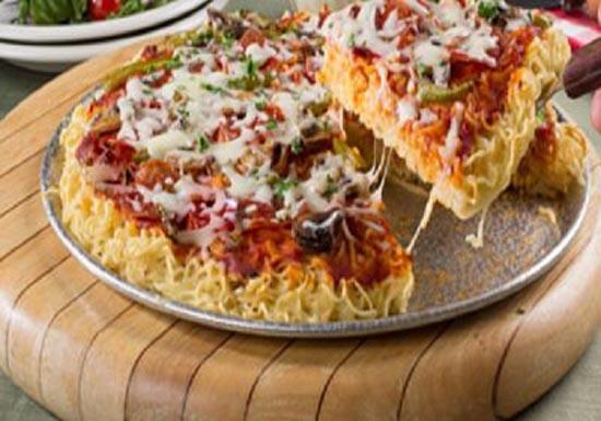 طرز تهیه جدیدترین پیتزا به اسم پیتزا نودل (عکس)