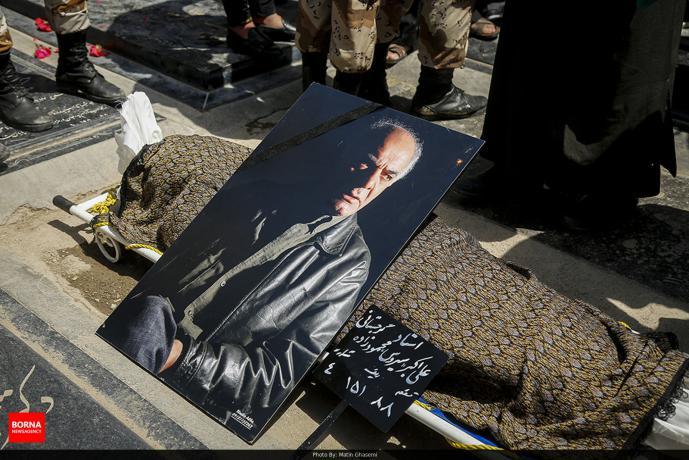 تصاویر تشییع و خاکسپاری سیروس گرجستانی با حضور بازیگران