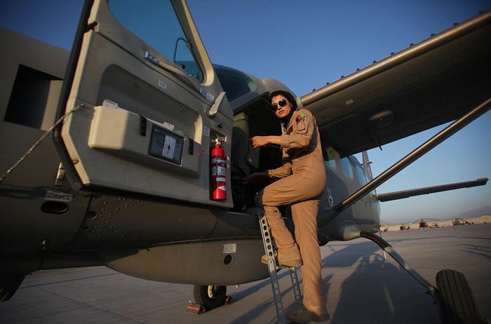 نیلوفر رحمانی زیباترین خلبان زن جهان شد