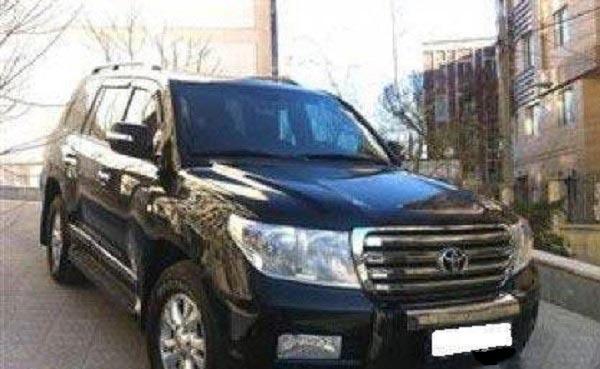 اجسان علیخانی و ماشین لاکچری اش در خیابانهای تهران (عکس)