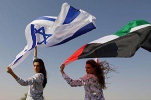 تبلیغ لباس خواب توسط خانم مدل اسرائیلی در امارات (عکس)