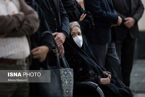 عکس گریه های همسر سابق و فعلی استاد شجریان در تشییع پیکرش