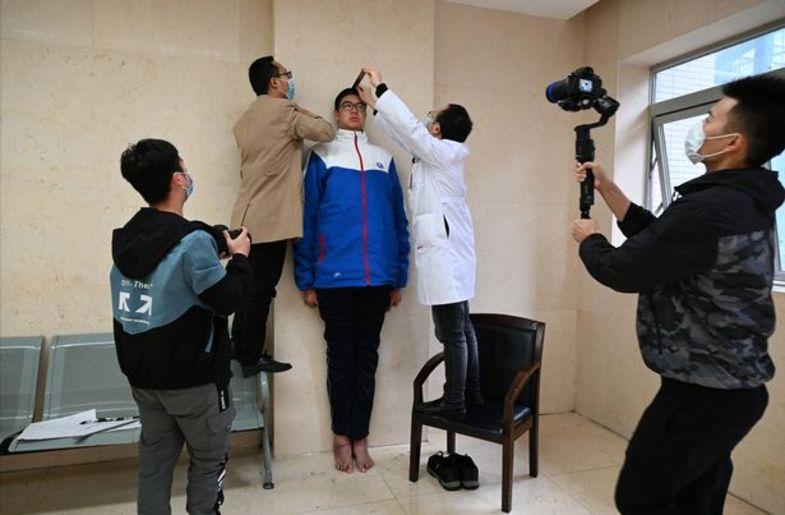 قد بلندترین کودک جهان که رکورد گینس را شکست ( عکس )