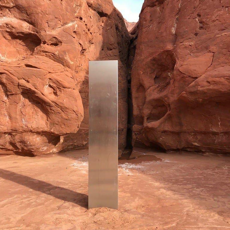 کشف سازه فلزی عجیب فضایی ها در بیابان های آمریکا ( عکس)