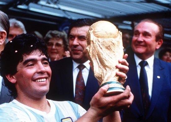مارادونا اسطوره فوتبال درگذشت ( علت فوت و عکس )