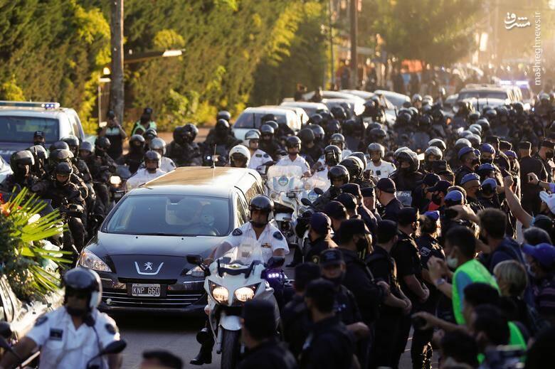 جزئیات تشییع و خاکسپاری مارادونا بر خلاف وصیتش ( عکس )