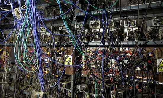 تصاویر کشف مزرعه استخراج بیت کوین در قم