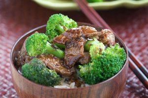 روش تهیه خوراک گوشت چاشنی دار با کلم بروکلی