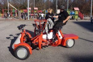 دوچرخه ای که میتواند 7 نفر را حمل کند + عکس