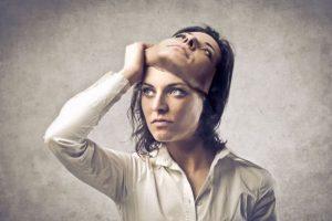 منظور از دختر بی احساس چیست و چگونه باید با او رفتار کرد؟