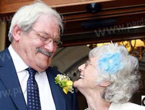 دوران نامزدی این زوج 42 سال طول کشید + عکس