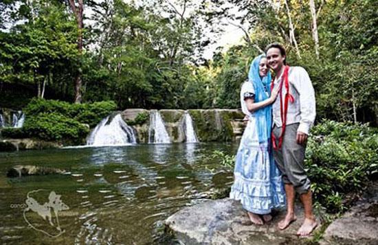 زن و شوهری که بیشتر از 60 بار مراسم عروسی گرفتند + عکس