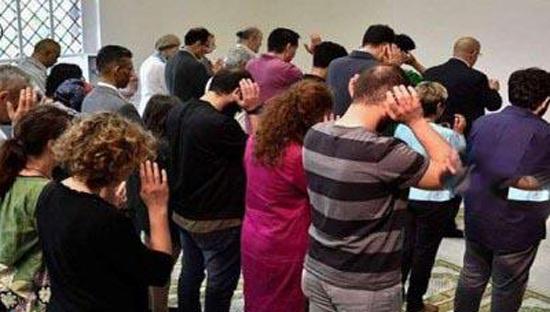 نماز جماعت زنان بی حجاب در مسجد همجنسگرایان