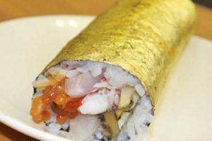 اگر سوشی با ورقه طلا بخورید برایتان شانس می آورد!