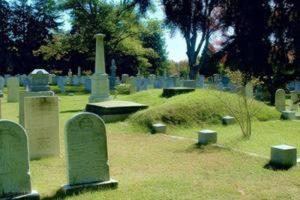 قبر های عجیب غریب که برای دیدن مرده ها پنجره دارد + عکس