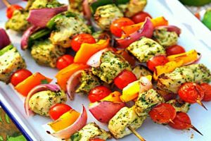 روش تهیه جوجه کباب با سبزیجات و با سس تاتزیکی