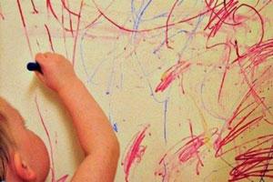 ترفند هایی برای پاک کردن مداد رنگی از روی دیوار