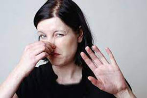 شناسایی انواع بوی خون در دوران قاعدگی و علت آن